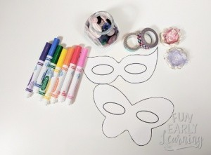 Mardis Gras Kid's Mask! Fun and easy kid's craft with free mask template. Just print and create!  #mardisgras #kidscraft #funearlylearning