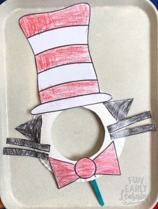 Dr. Seuss Cat in the Hat Paper Plate Kid's Craft! Fun and easy kid's craft with free template. Just print and create!  #drseuss#kidscraft #funearlylearning